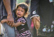 泣き叫ぶ女の子