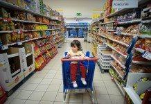 海外のスーパーと子供