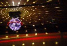 カラオケボックスのミラーボール