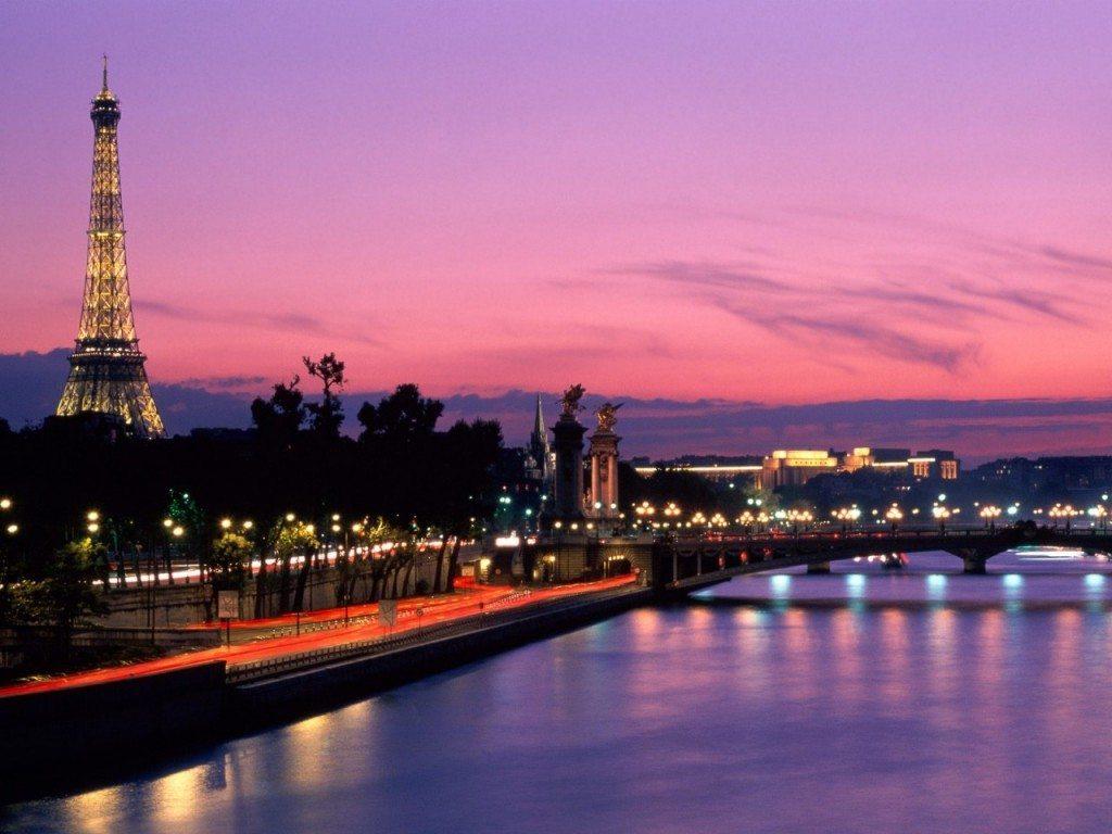 光の都、パリ