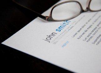 海外の履歴書と眼鏡