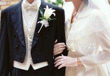 結婚する2人、新郎新婦