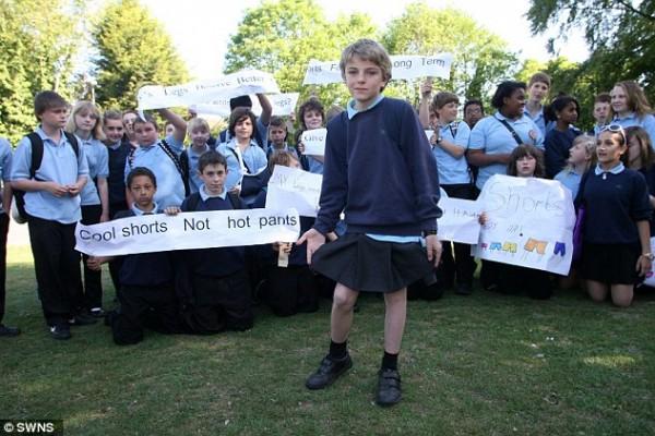 """""""スカートをはいて登校する少年""""が英国で絶賛されるワケ。"""