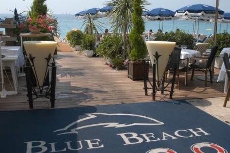 ニース海岸沿いのレストラン