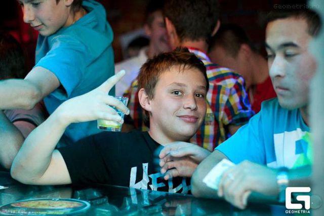 ロシアの子どもナイトクラブがひどい件26
