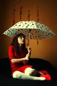 傘にまつわる迷信も多いですね