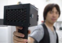 海外で話題の日本の発明、「おしゃべり阻害銃」がスゴイ!