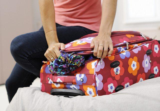 海外旅行に持って行くと重宝する物って? あると便利な持ち物ランキング