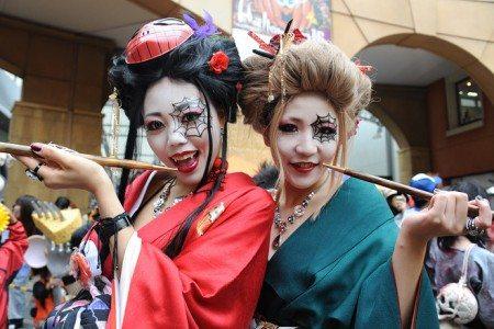 「カワサキ・ハロウィン・パレード」では毎年10万人の人出