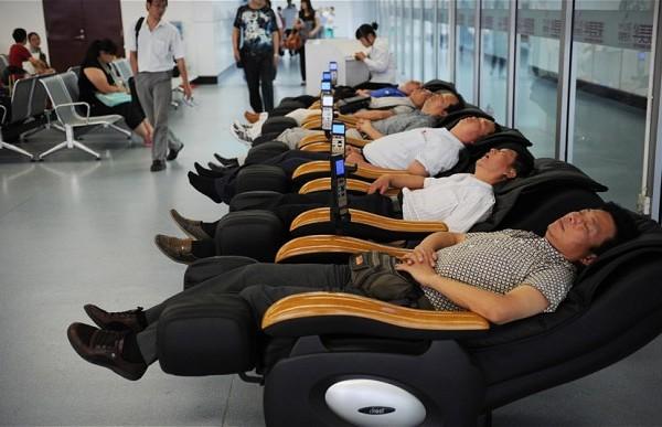 【空港で暇つぶし】飛行機の待ち時間にできる究極の暇つぶしアイデア80