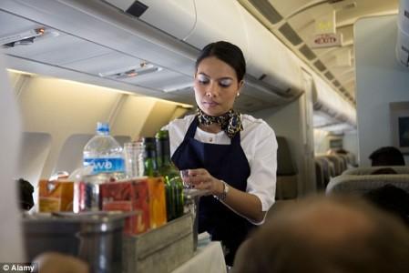 客室乗務員は辛いよ…憧れのCAの厳しい現実と秘密トップ10