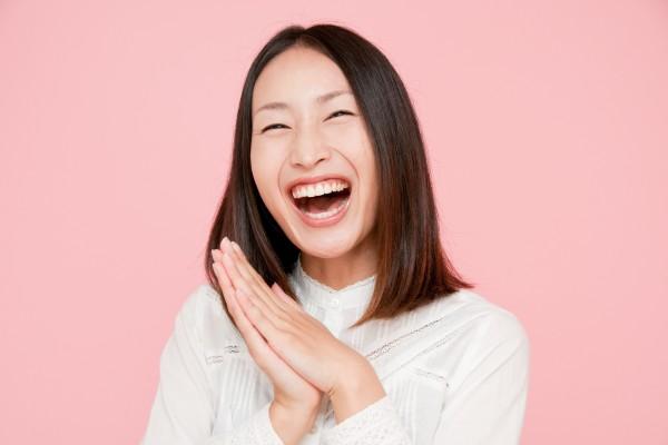 """なぜ日本人はよく笑うのか?日本人と外国人の""""笑顔""""の違い"""