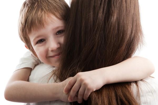 「日本人は子どもへのスキンシップが少ない」日本に住む外国人ママの意見