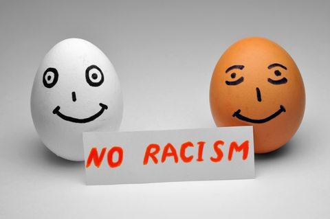 【海外の反応】日本に住む外国人は「人種差別」をされている?