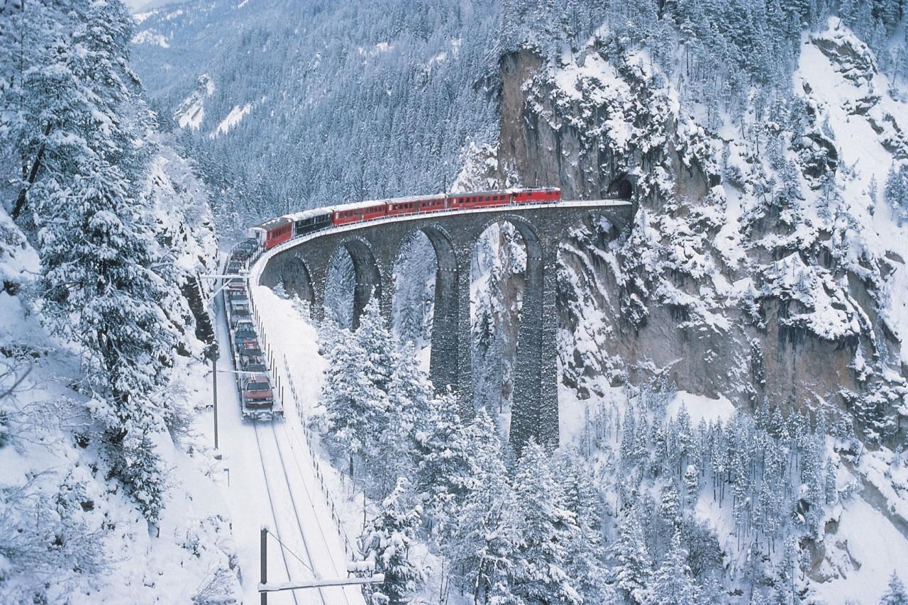 こんなところに線路が!一度は見たい「世界のびっくり電車」トップ5