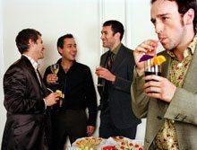 【外国人との会話術】苦手な立食パーティーでも会話を途切れさせない4つのコツ