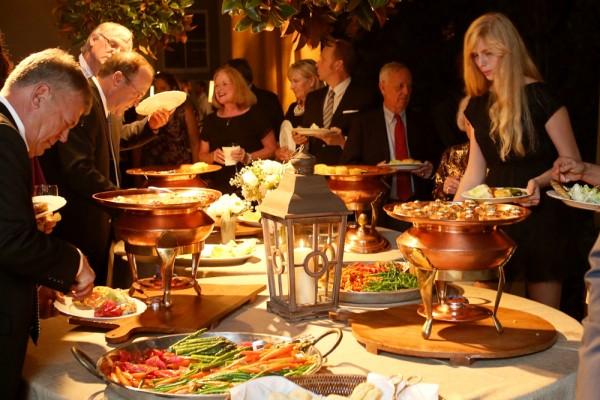 【外国人との会話術】立食パーティーで会話を途切れさせない5つのコツ