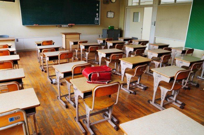 教室とランドセル