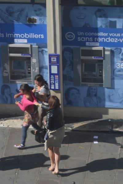パリATMでの窃盗事件の現場写真