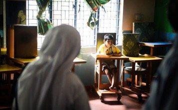 インドの貧しい街、アグラの孤児院