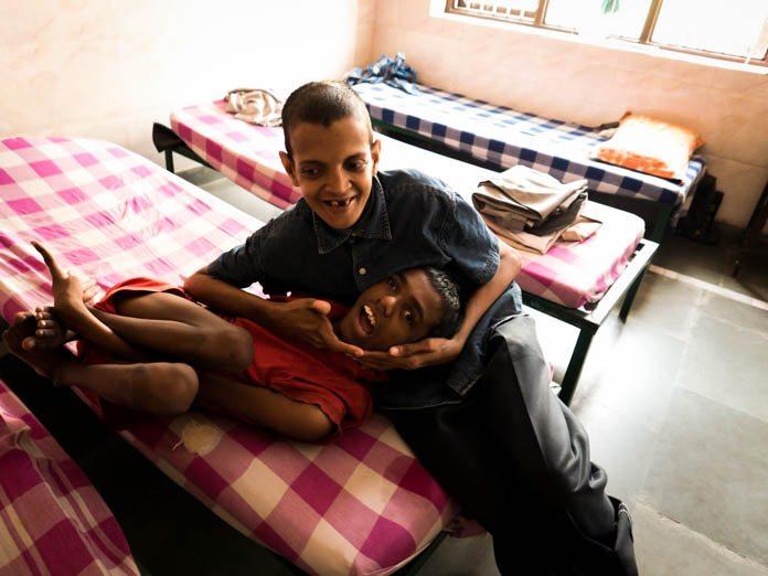 インドの貧しい街、アグラの精神病院・孤児院を訪れて思ったこと