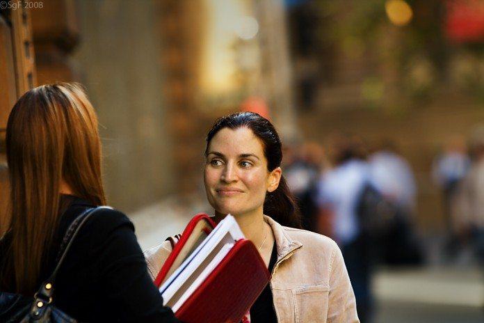 「女性のほうが語学が得意」というのは本当なのか?男女の違い