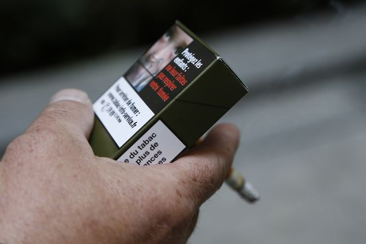 新パッケージ登場で変わる?喫煙マナーの悪いフランス煙草事情