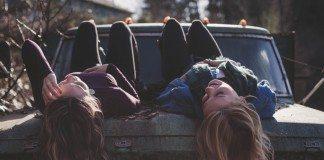 他人に恋愛の悩みを相談するのはやめなさい。ほぼ無意味だから