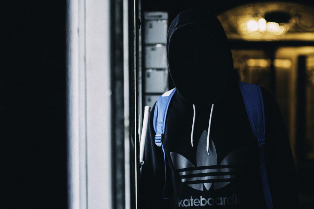 パリの地下鉄駅で刃物を向けられ、強盗にあって学んだこと