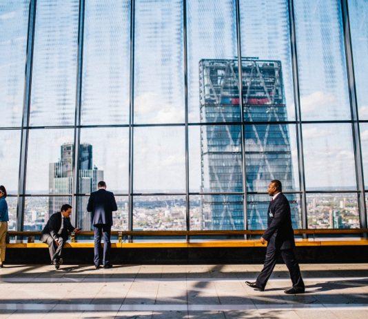 働き方が激変する一年、世界で最も働きやすい国はどこ?2017年ランキング